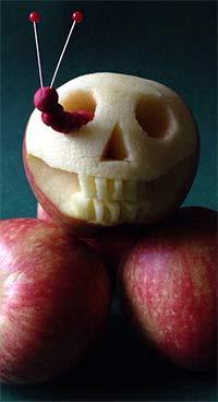 Apple race halloween game.